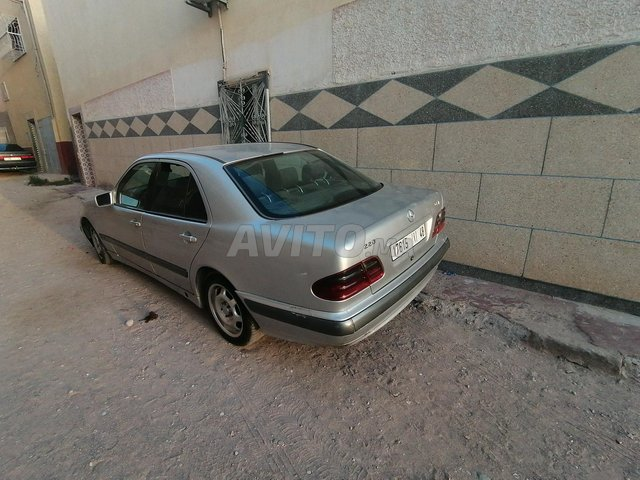 Voiture Mercedes benz 220 1999 à al-oioun-sidi-mellouk  Diesel  - 9 chevaux
