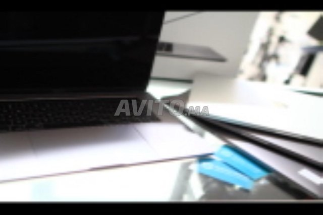 MacBook Pro with Touch Bar i7 à fes - 2