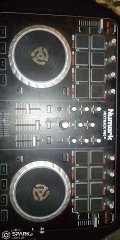 table de DJ de mixage - 2