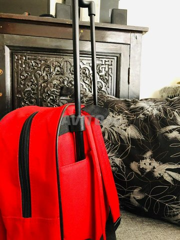 Chaise. cache chasse. cartable rouge cars - 6
