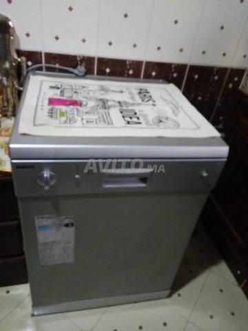 Lave-vaisselle  très bon état  - 1