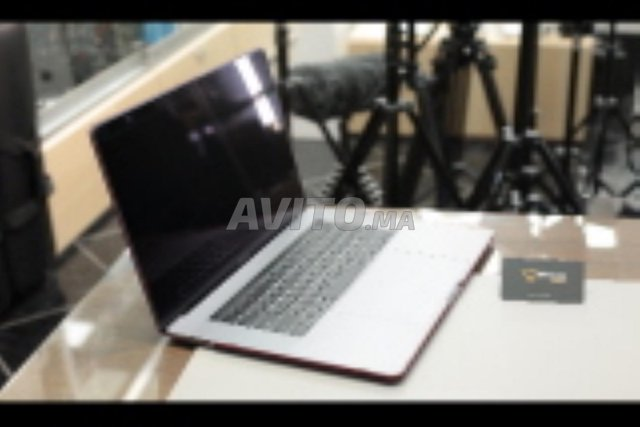 Apple 13 MacBook Pro with Touch Bar Mid 2017à fes - 3