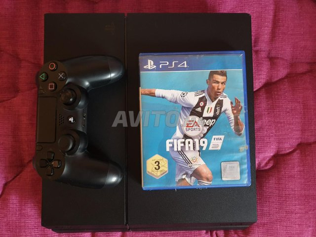 Play Station 4 (PS4) - 4