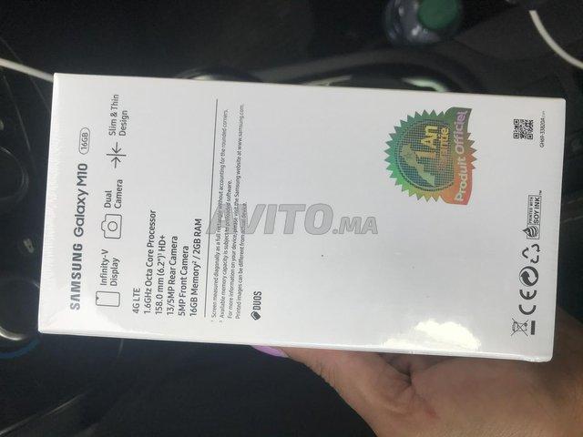 Samsung M10 neuf encore fermer  - 2