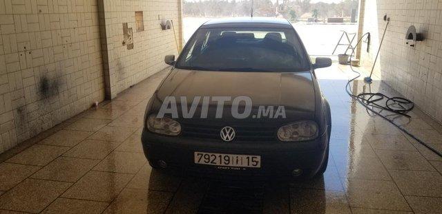 Voiture Volkswagen Golf 4 2002 à meknès  Diesel  - 8 chevaux