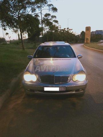 Voiture Mercedes benz 220 2002 à rabat  Diesel  - 9 chevaux