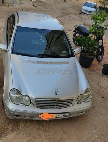 Voiture Mercedes benz 220 2001 à nador  Diesel  - 8 chevaux