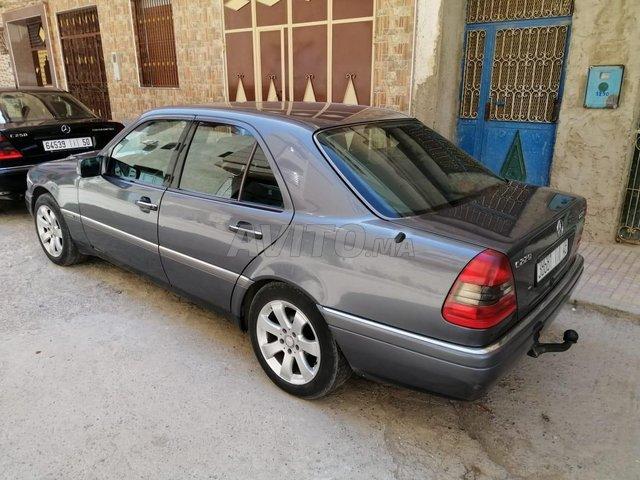 Voiture Mercedes benz 220 1996 à nador  Diesel  - 8 chevaux