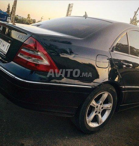 Voiture Mercedes benz 220 2005 à khouribga  Diesel  - 9 chevaux