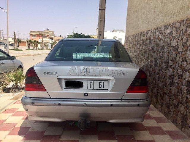 Voiture Mercedes benz 220 1999 à laâyoune  Diesel  - 9 chevaux