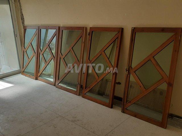 fenêtre à bois rouge - 1