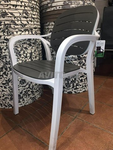 Chaise et table café - 1