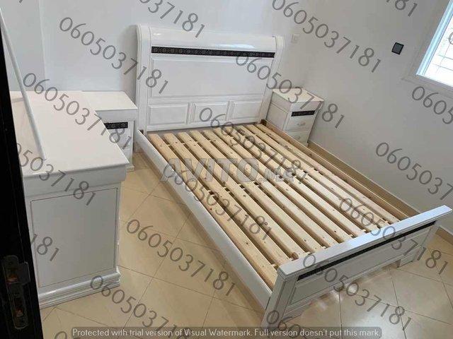 Chambre de bois massif neuf lit.        - 6