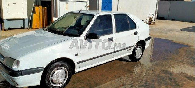 Voiture Renault R19 1994 au Maroc  Diesel  - 7 chevaux