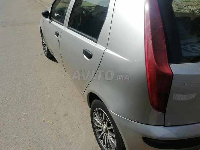 Voiture Fiat Punto 2000 au Maroc  Essence  - 7 chevaux