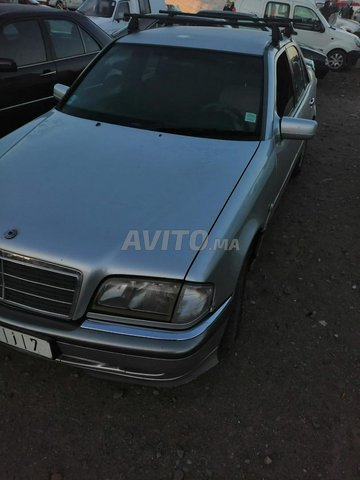 Voiture Mercedes benz 220 1999 au Maroc  Diesel  - 10 chevaux