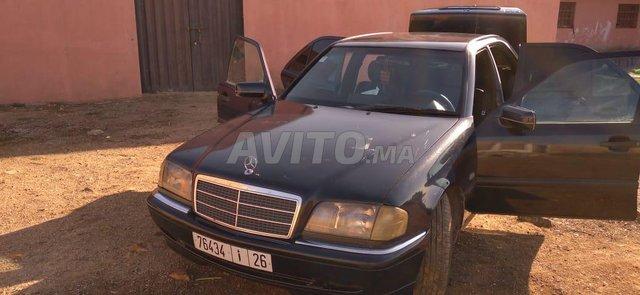Voiture Mercedes benz 220 1995 au Maroc  Diesel  - 8 chevaux