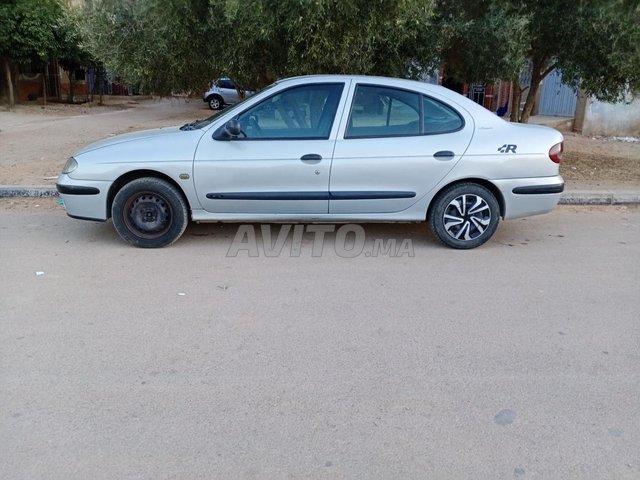 Voiture Renault Megane 2000 au Maroc  Diesel  - 7 chevaux
