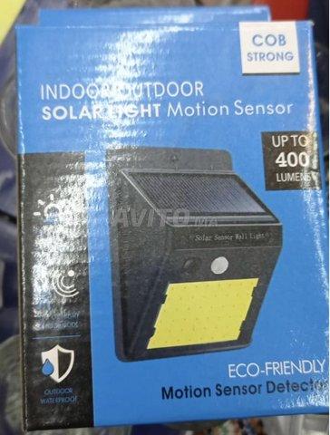 LED Lampe Solaire avec Détecteur de Mouvement - 2