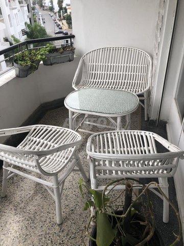 Une table avec les chaises pour la terrasse - 2
