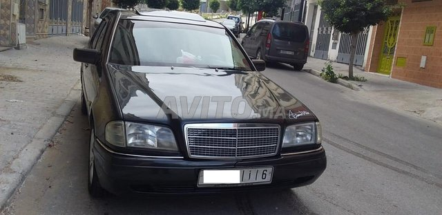 Voiture Mercedes benz 220 1995 au Maroc  Diesel  - 9 chevaux