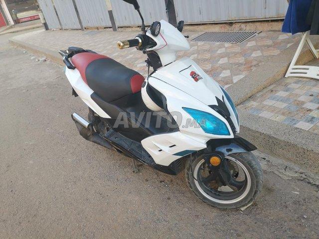 moto scooter dokker mod 2017 makina rigalo jabon  - 1