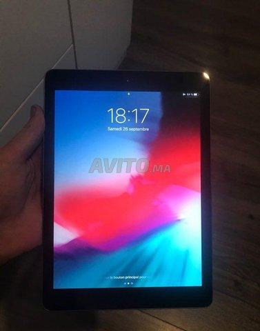 iPad Air 16 Go Gris Sidéral - 1