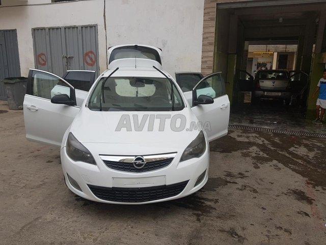 Voiture Opel Astra 2011 au Maroc  Diesel  - 8 chevaux