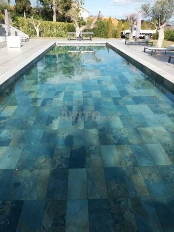 Revêtement piscine pierre de bali et marbre - 1