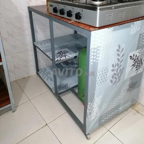 table cuisinère et petit placard 300 dh  - 1