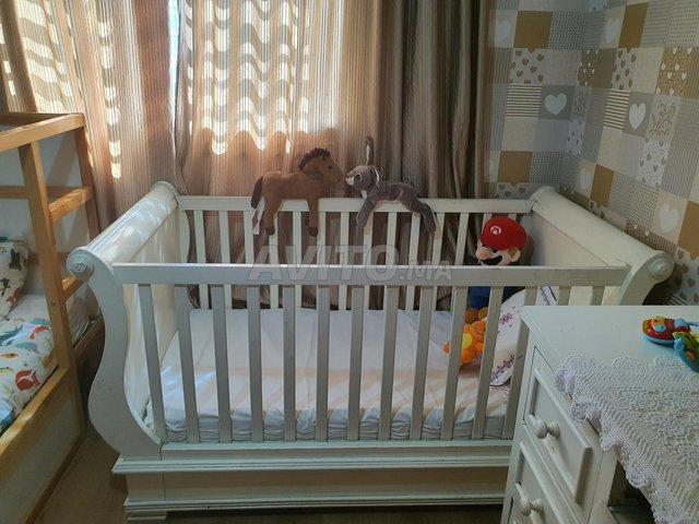 Lit et commode pour bébé - 2