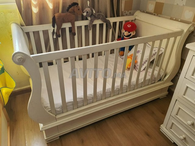 Lit et commode pour bébé - 5