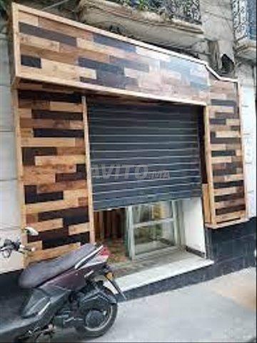 Publicité lumineuse et habillage façade en bois - 1
