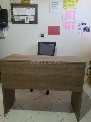 Bureau et chaise d'ordinateur en bon état - 1