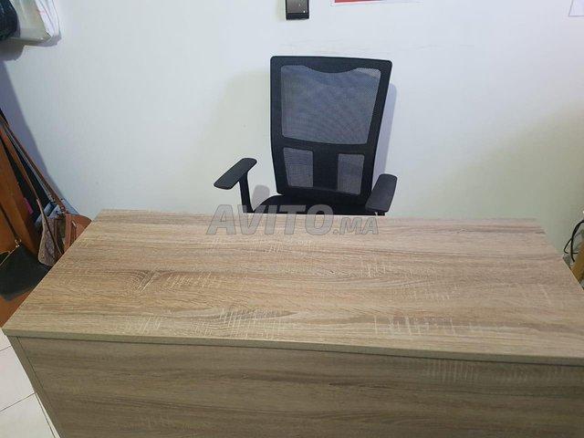 Bureau et chaise d'ordinateur en bon état - 3