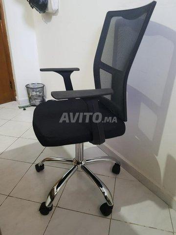 Bureau et chaise d'ordinateur en bon état - 5