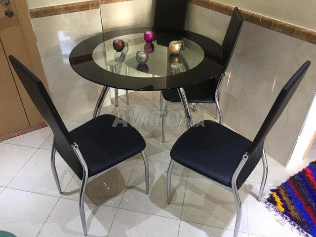 Salle à manger noir avec 4chaises en cuire - 1