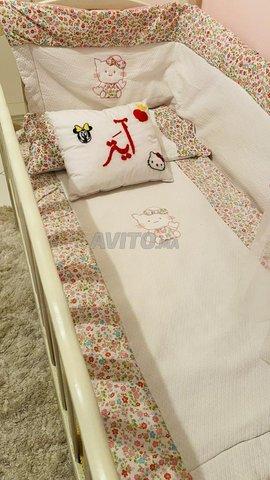 Lit bébé et armoire avec table à langer - 1