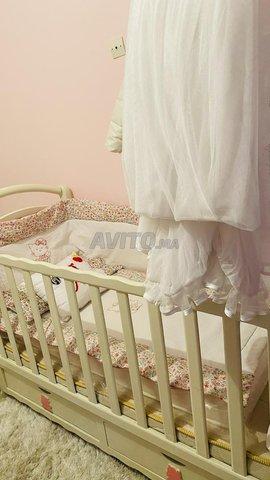 Lit bébé et armoire avec table à langer - 2