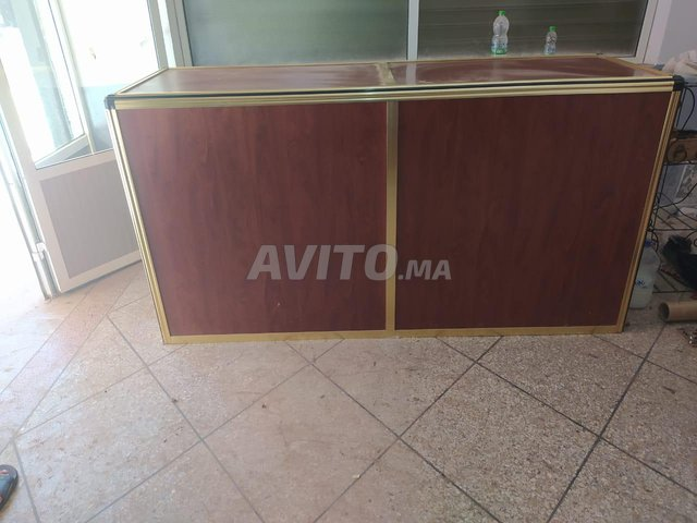 Comptoir et vitrines en aluminium  - 2