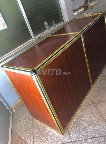 Comptoir et vitrines en aluminium  - 1