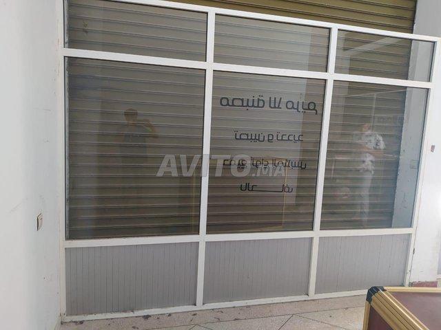 Comptoir et vitrines en aluminium  - 3