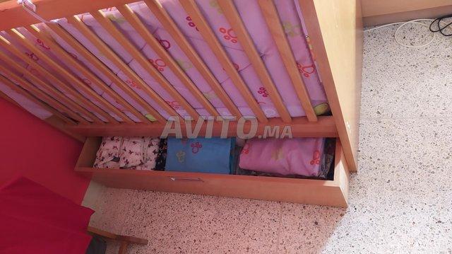 lit bébé-matelas-commode et mobilo musical - 2