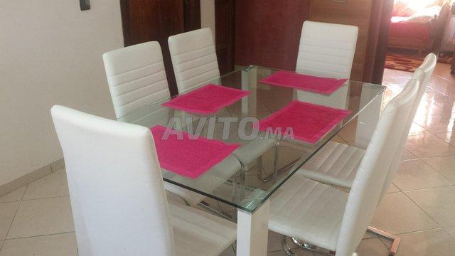 Table de salle à manger avec 6 chaises - 1