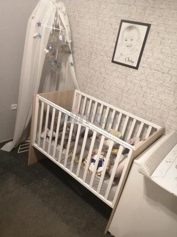 Lit enfant avec matelas table à langer et armoire - 1