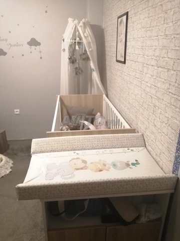 Lit enfant avec matelas table à langer et armoire - 2