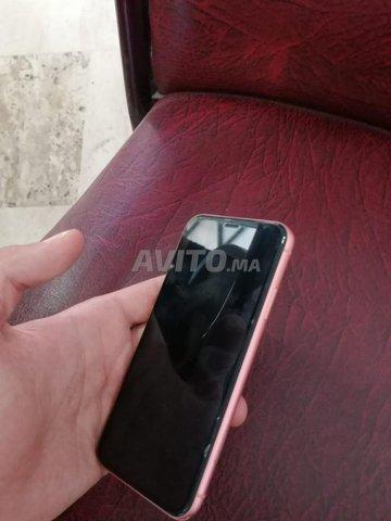 iPhone XR  - 4