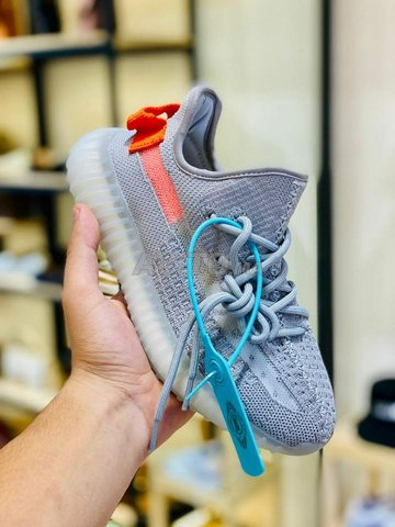 Sneakers Yeezy Adidas en promo - 1