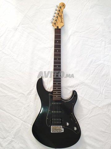 Guitar YAMAHA PACIFICA 312 II  - 1