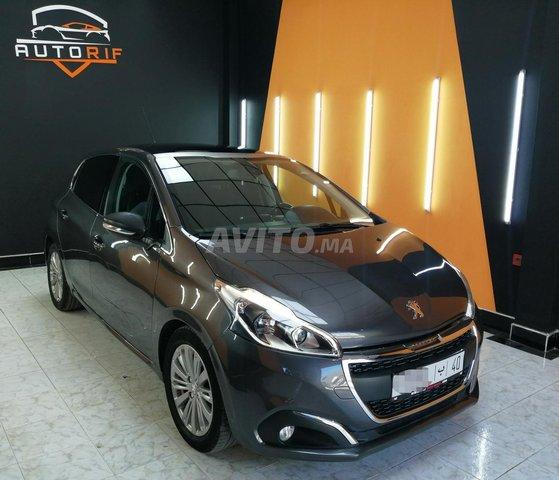 Peugeot 208 panoramique  - 3